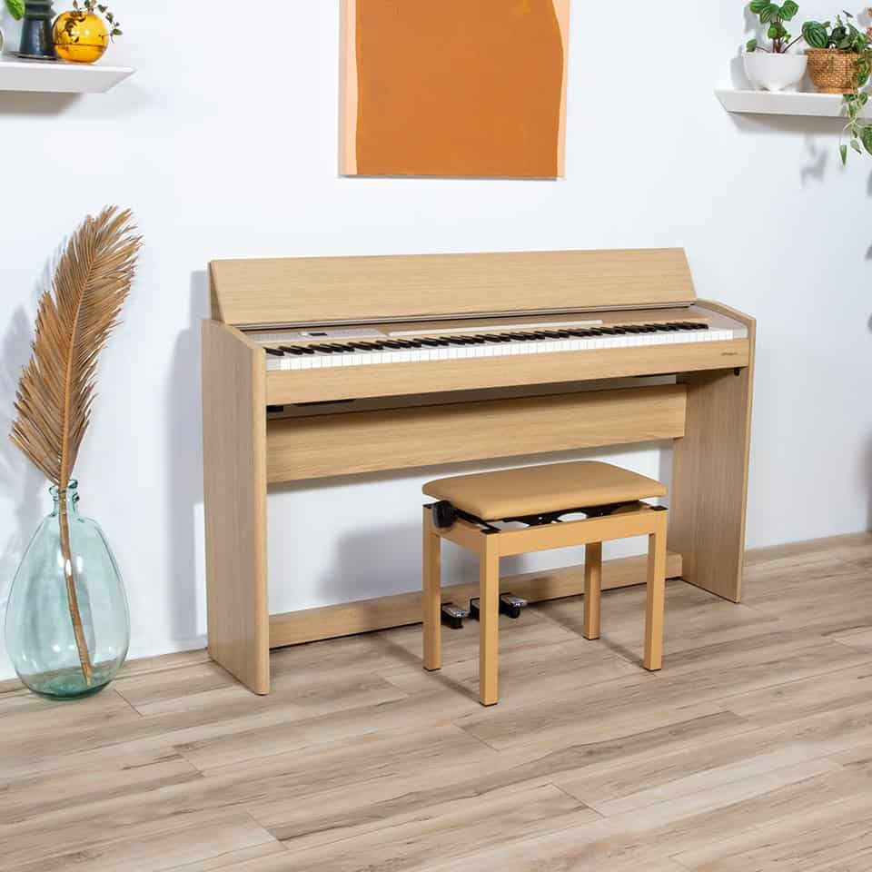 Roland F701 - oak with bench